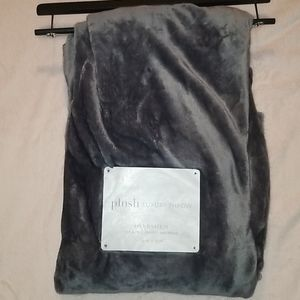 NWT Unbranded Plush Luxury Throw 50in x 70in